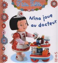 Nina joue au docteur